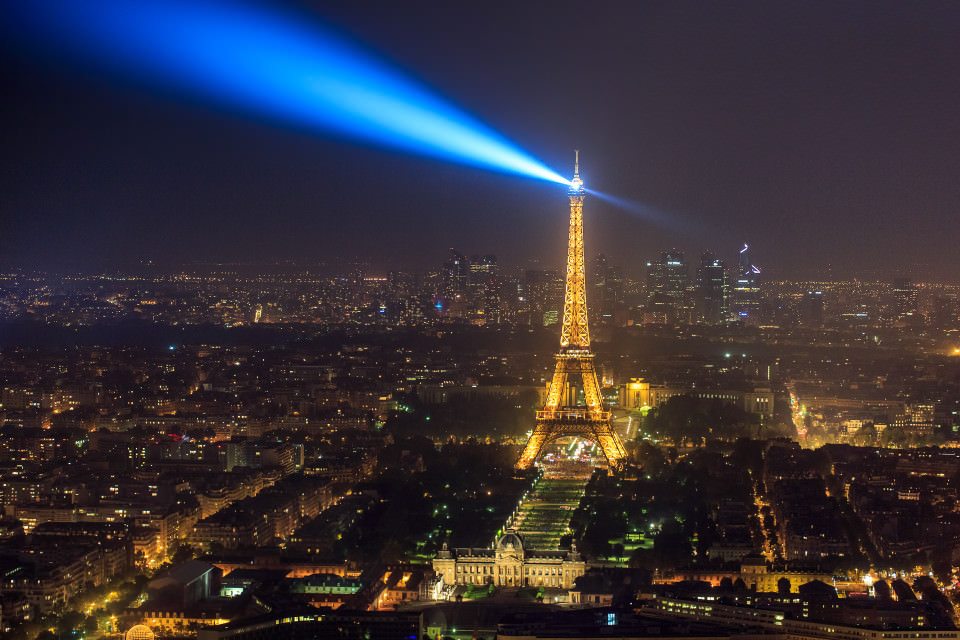 The-official-photographers-Paris-Eiffel-tower-light-show-night