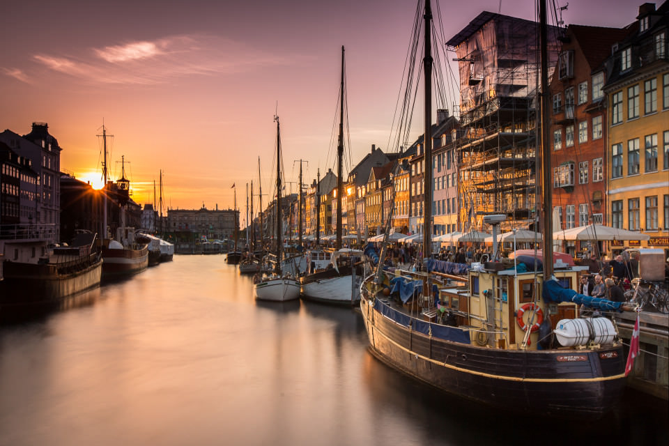 The-official-photographers-denmark-Nyhavn-sunset-canel-boats