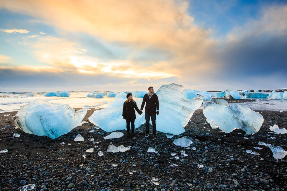 The-official-photographers-Iceland-Ice-beach-iceburg-couple