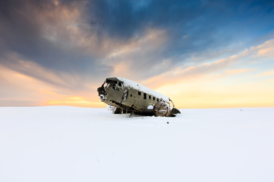 The-official-photographers-iceland-snow-plane-crash-sunset