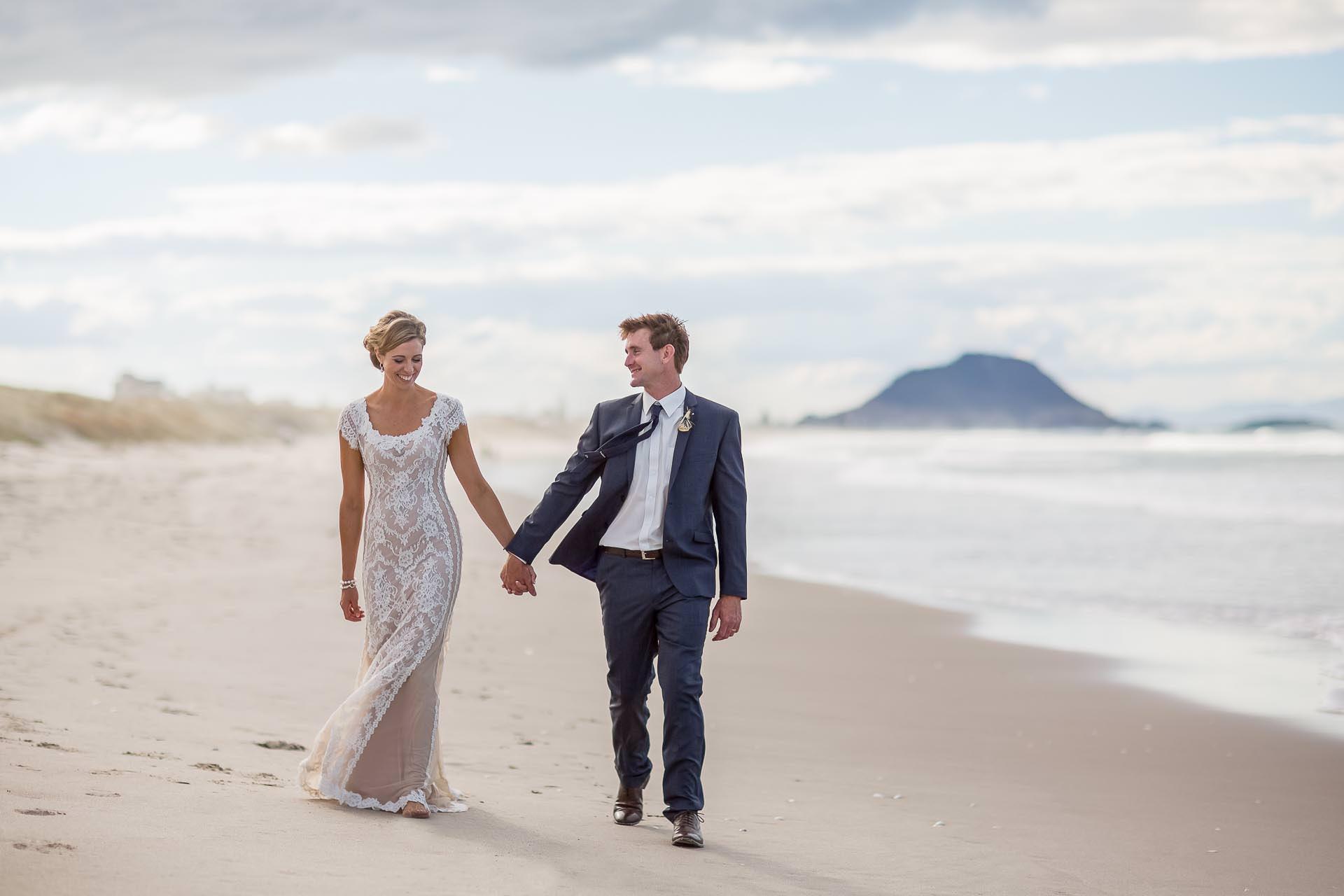 tauranga-wedding-photographers-Beach-couple-holding-hands