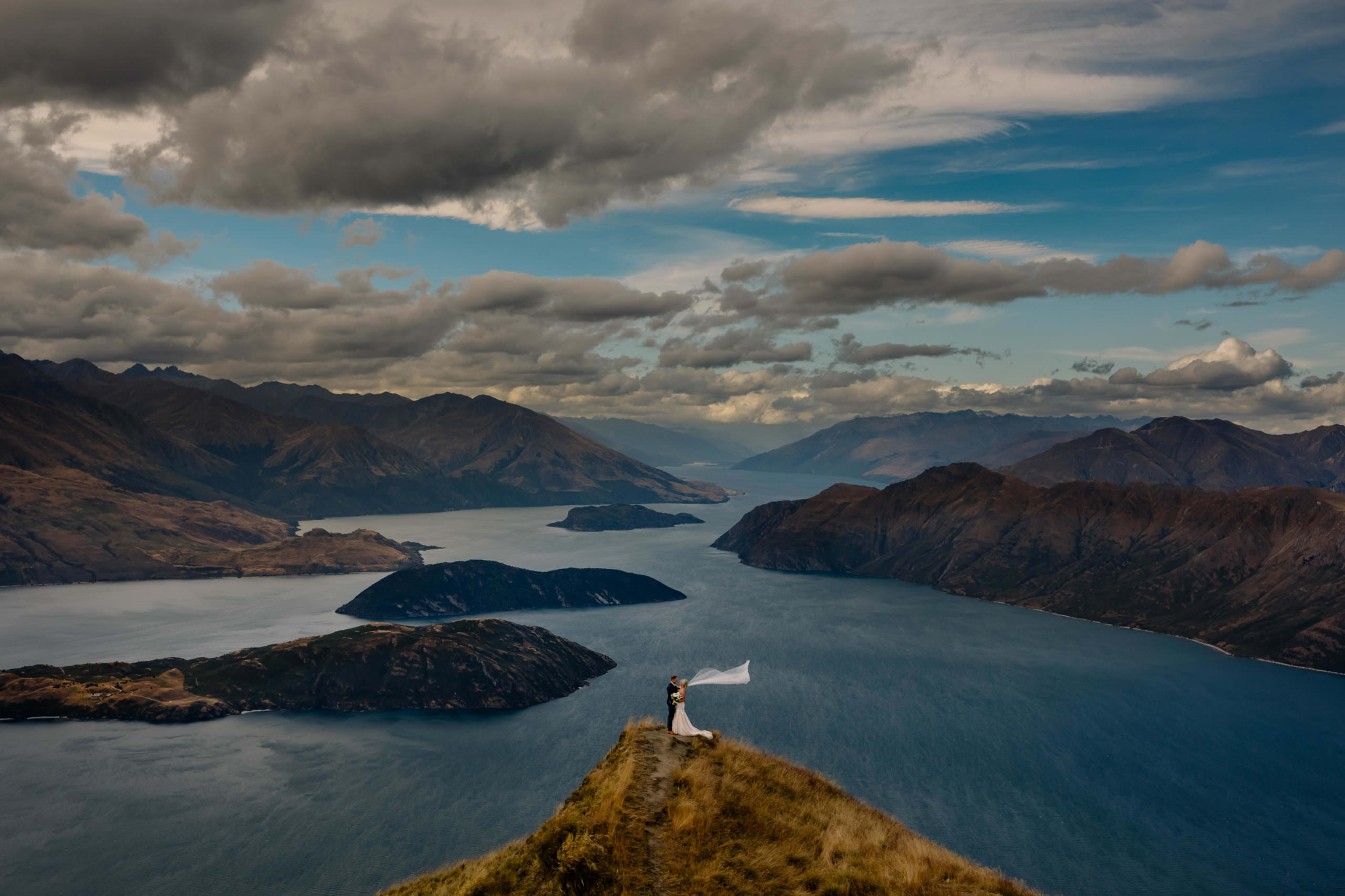 Wanaka wedding photographer top of rows peak nz