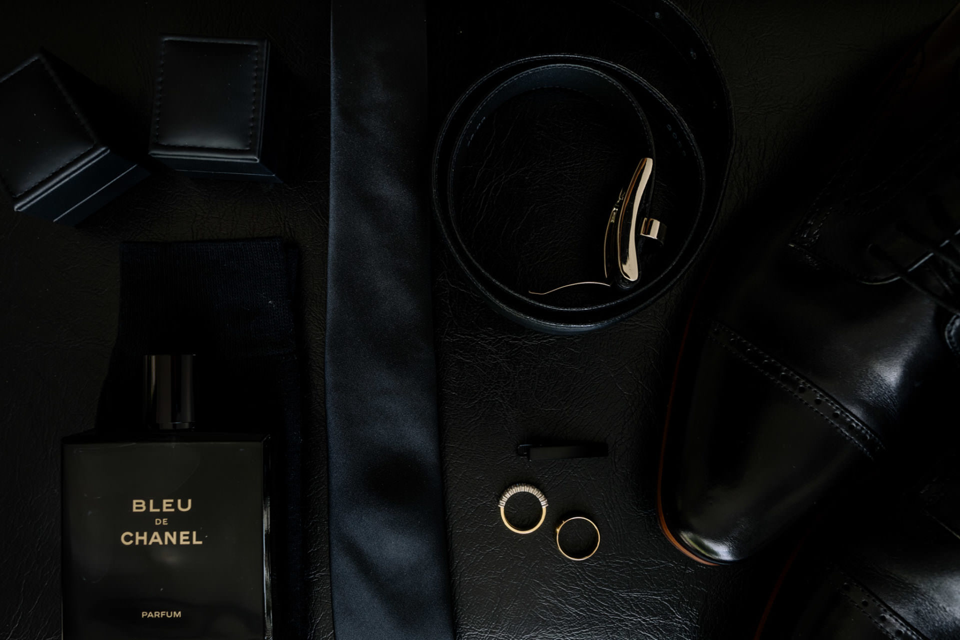 Black and Gold Grooms wedding details